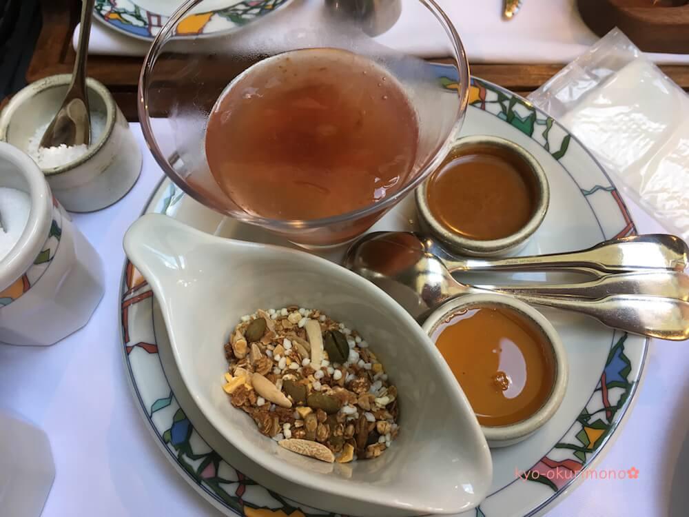 神戸北野ホテル世界一の朝食のコンフィチュール、栗のはちみつ、グラノーラ