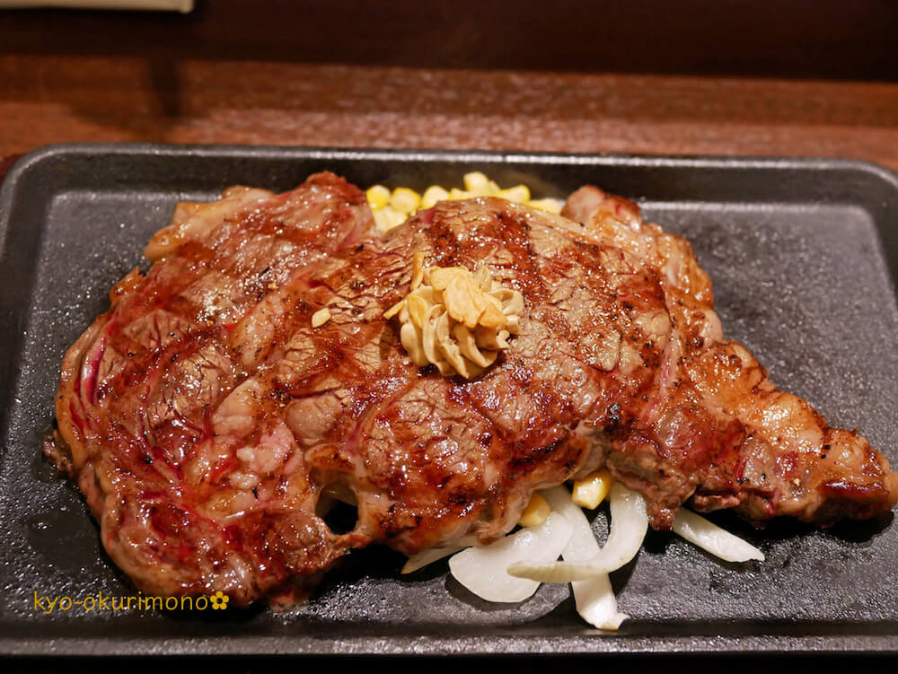 いきなりステーキは肉厚でグラム単位注文が特徴