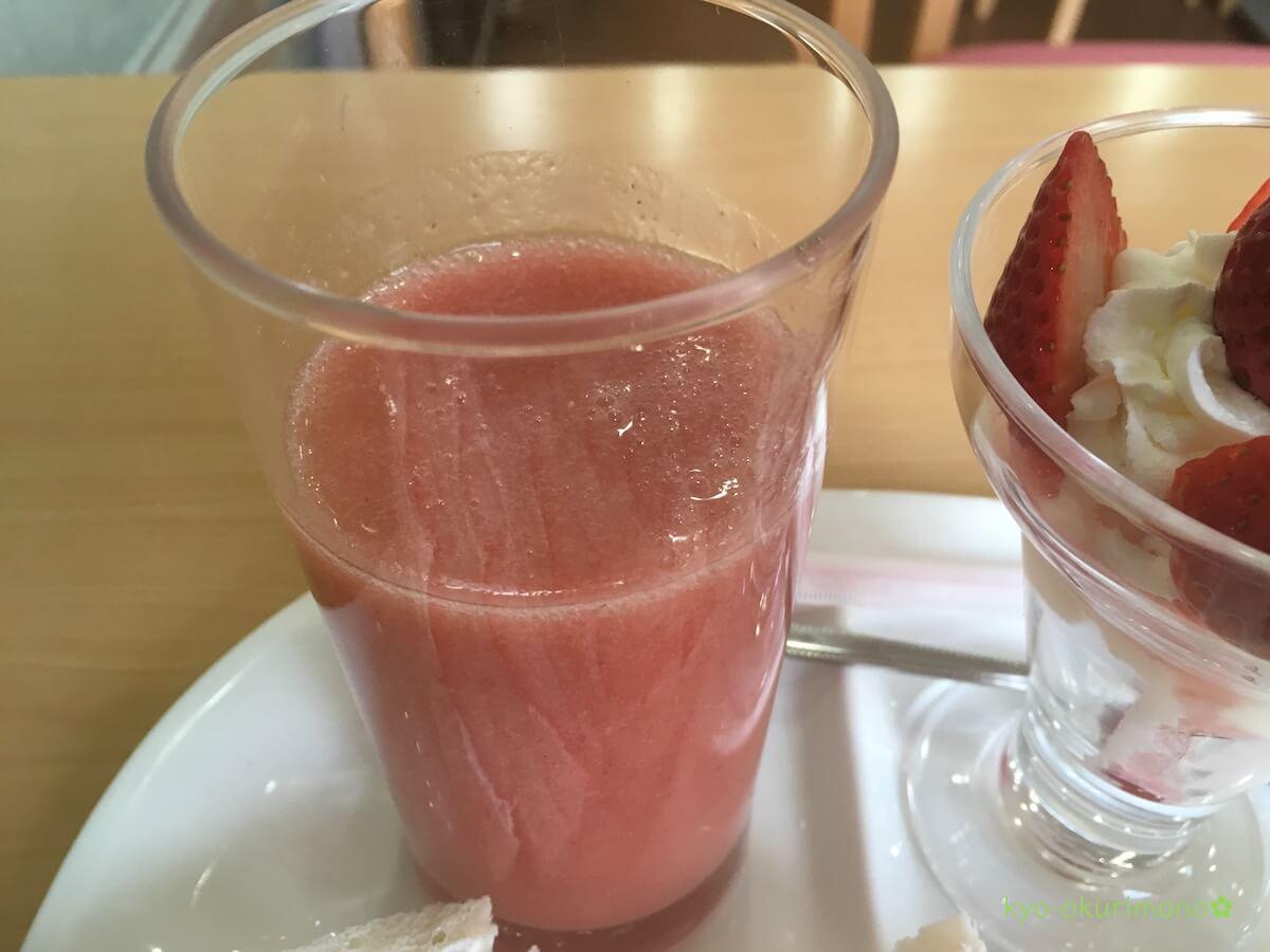 京都のフルーツパーラーヤオイソのいちごジュース