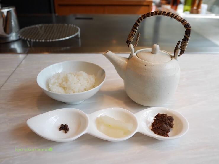 京都ブライトンホテルの鉄板焼き膰(ひもろぎ)のランチ米沢牛しぐれ煮お茶漬け