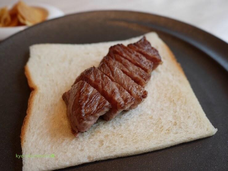 京都ブライトンホテルの鉄板焼き膰(ひもろぎ)のランチ米沢牛とパン