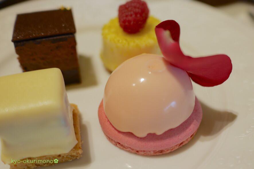 ザ・リッツ・カールトン京都ピエール・エルメ・パリのアフタヌーンティーのケーキ3