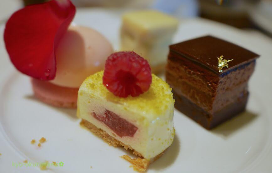 ザ・リッツ・カールトン京都ピエール・エルメ・パリのアフタヌーンティーのケーキ2